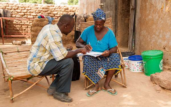 Bernadette, a woman in Mali, talking to a cooperative admin of the project.